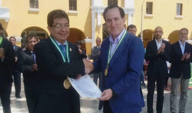 Antonio Huertas, presidente de MAPFRE, recibe e la Medalla de Honor de la ciudad peruana de Ica