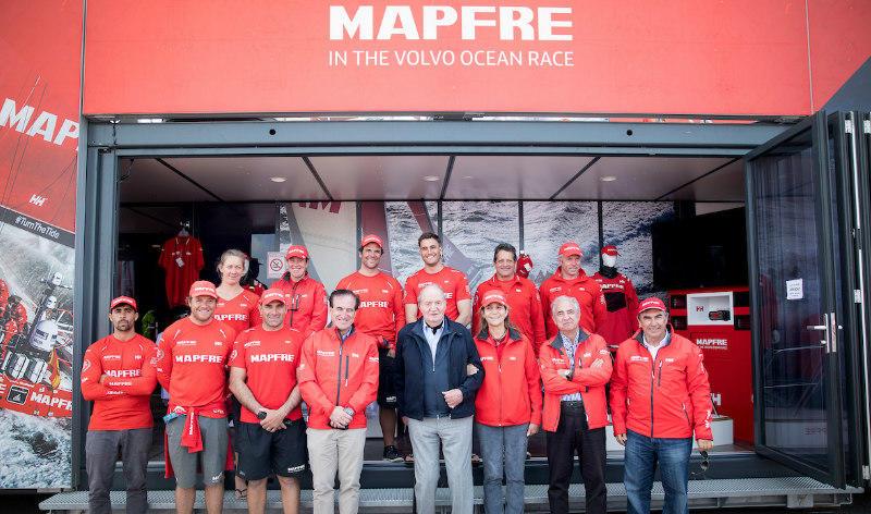 Volvo Ocean Race. El Rey Juan Carlos apoya al MAPFRE en Cardiff en la salida de la penúltima etapa