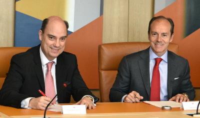 Santander España y MAPFRE firman una alianza para distribuir seguros de autos, autónomos y empresas