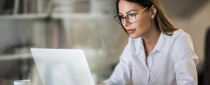 ¿Cómo la tecnología aumenta la productividad de la empresa y mejora la experiencia laboral de sus empleados?